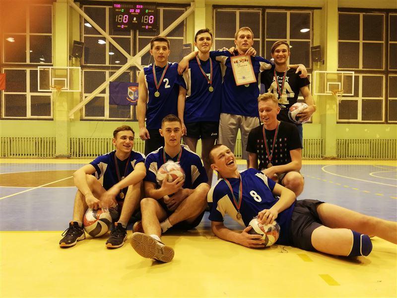 Поздравляем мужскую команду лесохозяйственного факультета с победой в соревнованиях по волейболу!